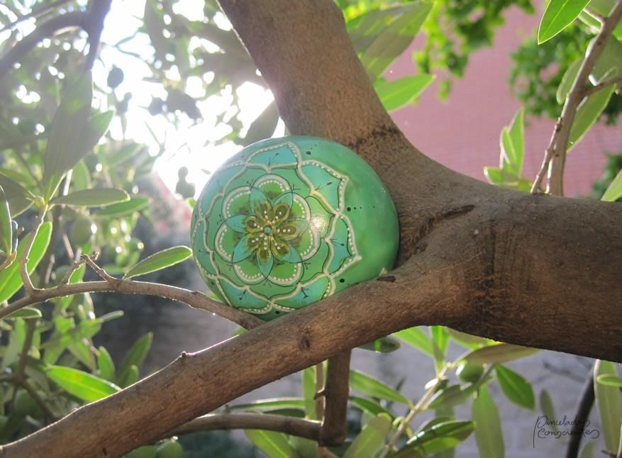 piedra-verde-flor-centro-pinceladas_conscientes