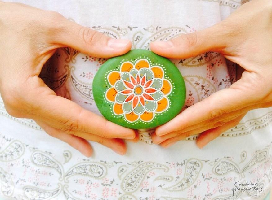 piedra-verde-naranja-flor-pinceladas_conscientes